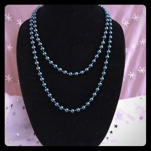 Jewelry - Pretty pearlescent teal necklace
